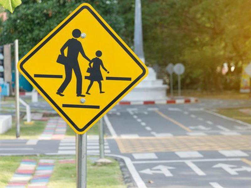 ¿Por qué las señales de tráfico usan un color en específico?