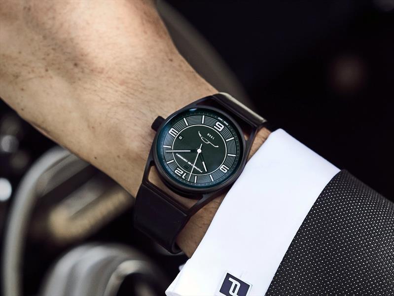 Porsche Design festeja 70 años de deportivos Porsche con un reloj de edición limitada
