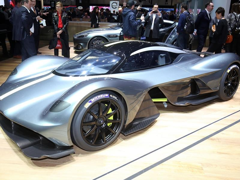 Video: Aston Martin Valkyrie, la bestia del futuro cercano