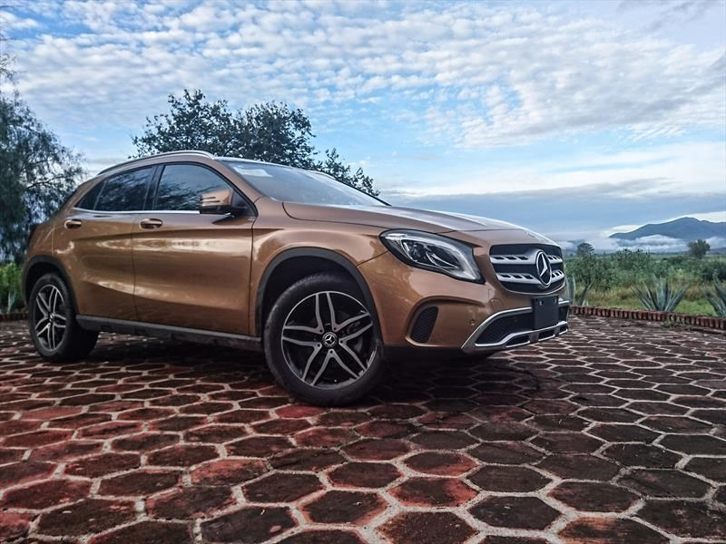 mercedes benz gla 2018 primer contacto en m xico. Black Bedroom Furniture Sets. Home Design Ideas