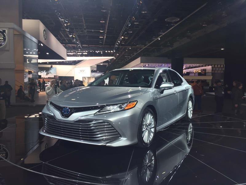 Toyota Camry 2018, el mediano más vendido de EU se renueva