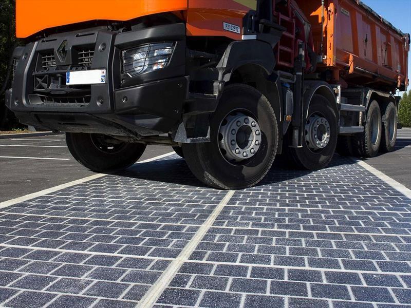 Inicia la colocación de celdas solares en las carreteras de Francia