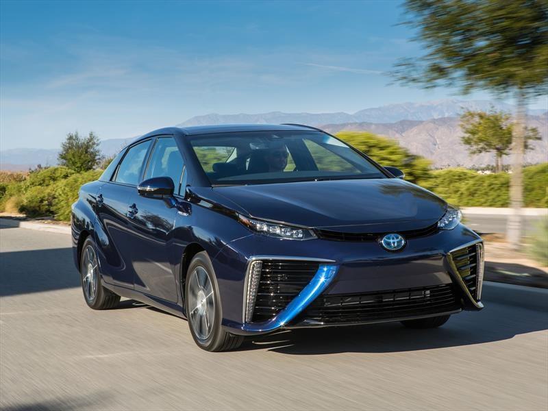 Prueba Toyota Mirai, el auto del futuro