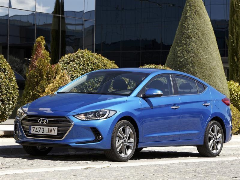 Hyundai Elantra, un sedán premiado por su diseño