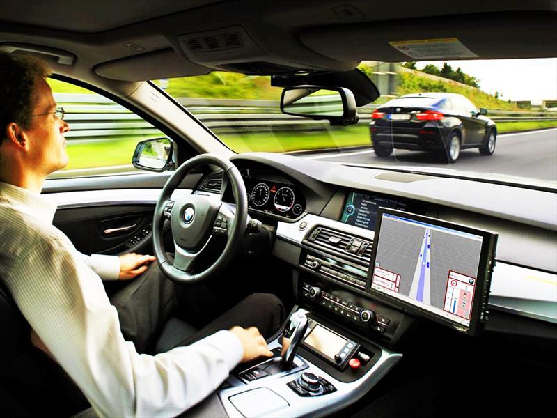 Quieren poner publicidad en las pantallas de los autos