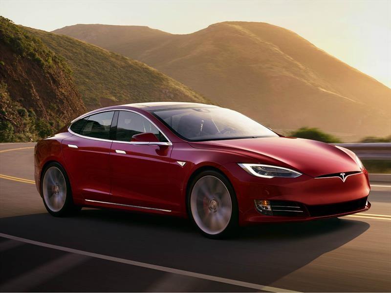 Tragedia en el CES 2019, un Tesla Model S atropella a un robot ruso