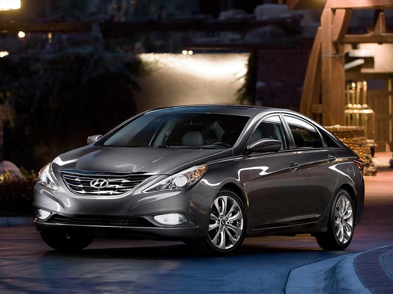 Hyundai llama a revisión el Sonata 2012-2013 y Santa Fe 2007-2009 en EUA