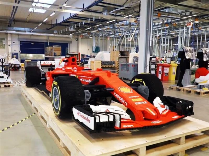 Construyen un Ferrari F1 de LEGO a tamaño real