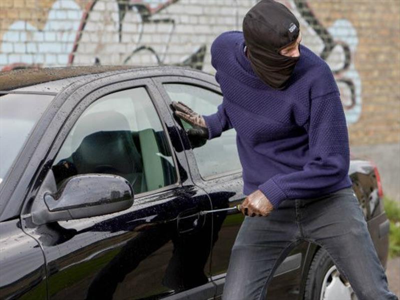 Ladrón roba un auto y lo devuelve 3 días después con una nota ofreciendo disculpas