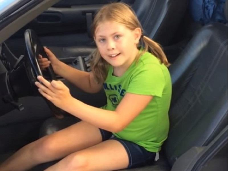 Padres sorprenden a niña con un DeLorean DMC-12