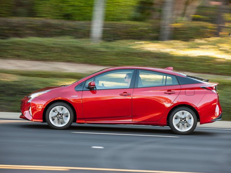 Toyota Prius 2016, híbrido más eficiente según Consumer Reports