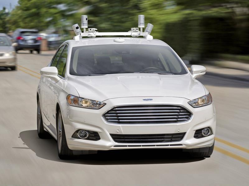 Ford apuesta fuerte a la conducción autónoma