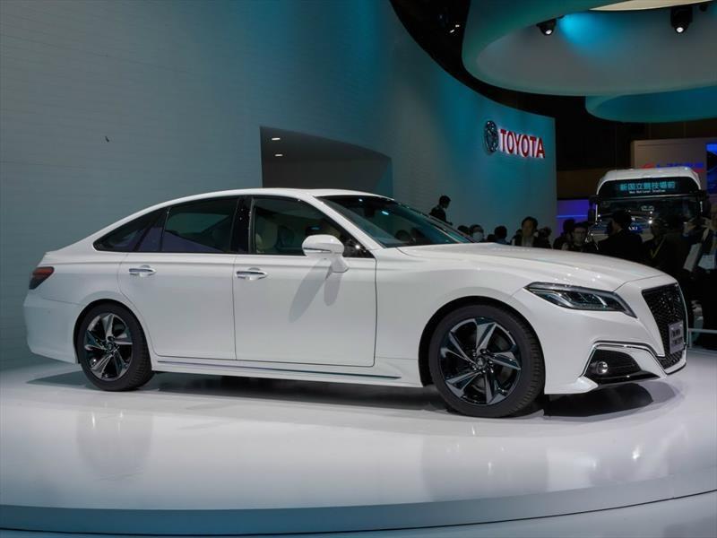 Toyota Crown Concept: sedán híbrido