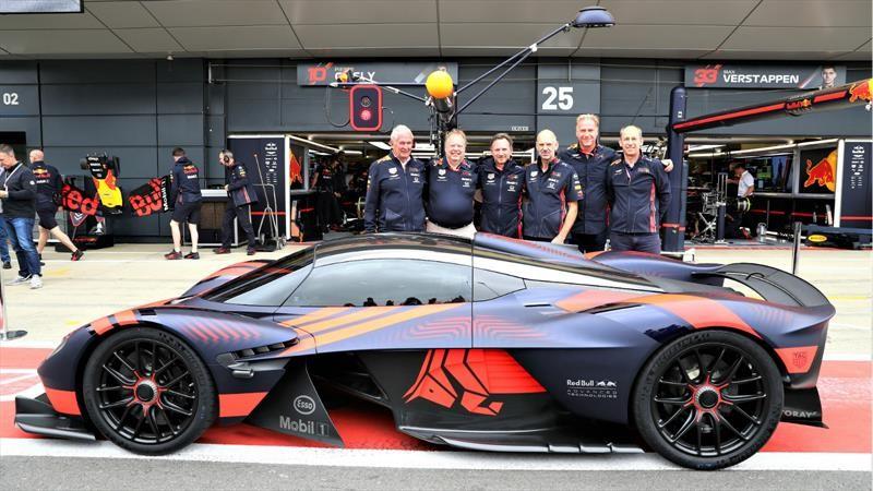 Aston Martin Valkyrie se estrena en Silverstone