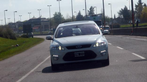 Ford Mondeo III 2.0T Ecoboost: contacto