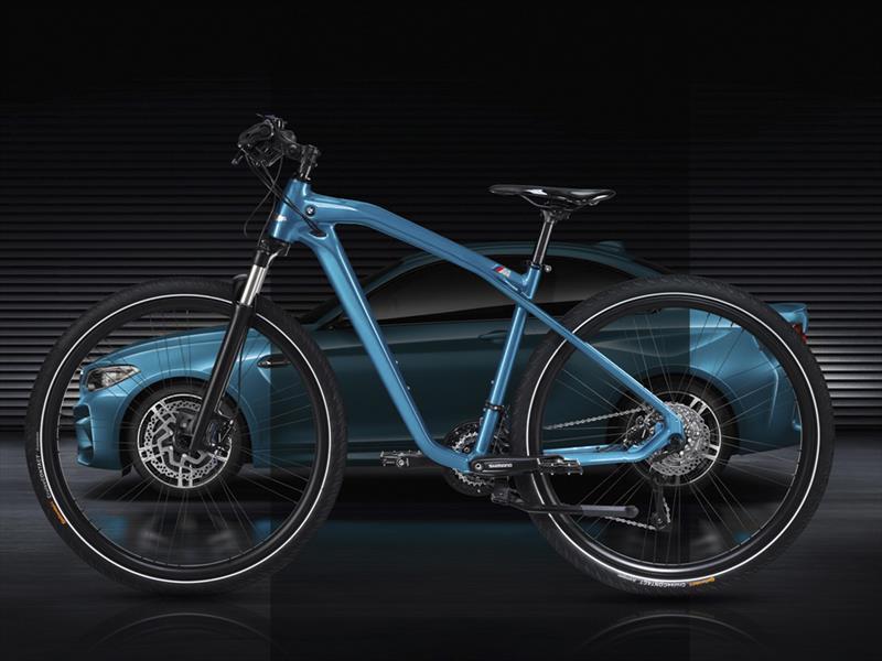 BMW Cruise M Bike rinde tributo al M2