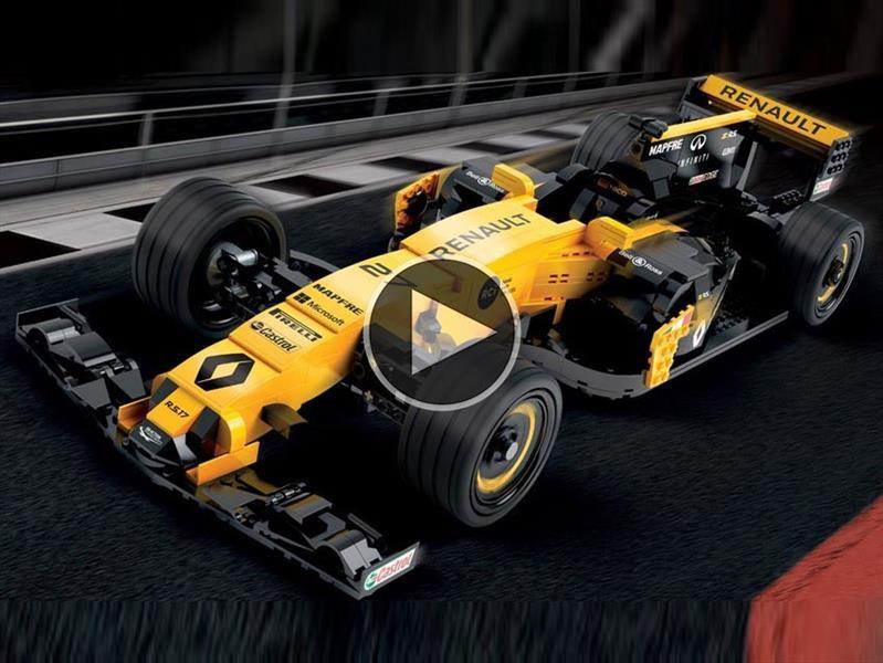 Renault RS17 hecho con piezas de LEGO