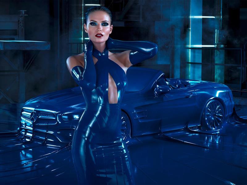 Mercedes-Benz envuelve un SL con látex
