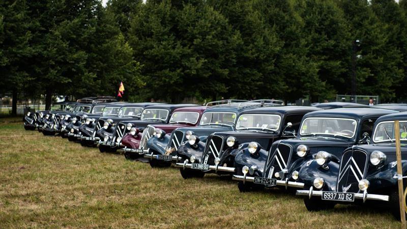 Citroën celebra sus 100 años con 5.000 clásicos juntos