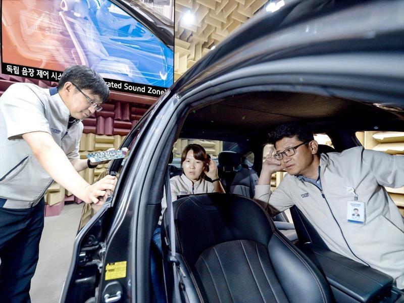 Kia desarrolla tecnología para que los pasajeros de un auto escuchen su propia música sin audífonos