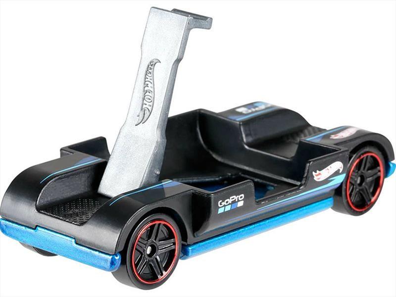 Hot Wheels Zoom In es auto a escala compatible para la cámara GoPro