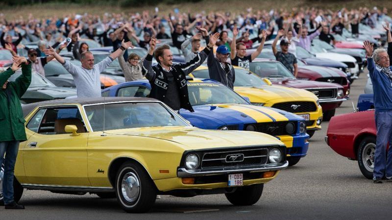Bélgica bate el récord del desfile de Mustangs más largo del mundo