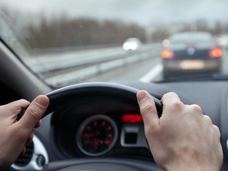10 consejos para conducir de forma segura en carretera