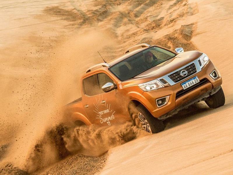 Verano 2018: Nissan muestra la Frontier entre los médanos de la costa