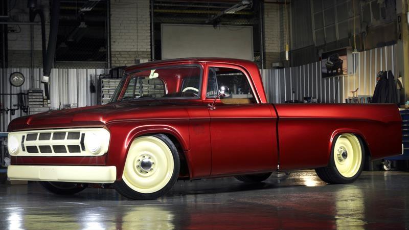 Mopar Lowliner es un Dodge D200 1968 que expone un perfecto trabajo de restauración y tuning
