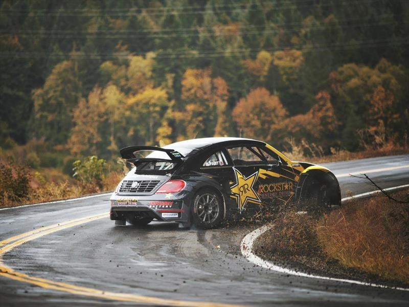 Video: Tanner Foust saca su VW Beetle GRC de paseo