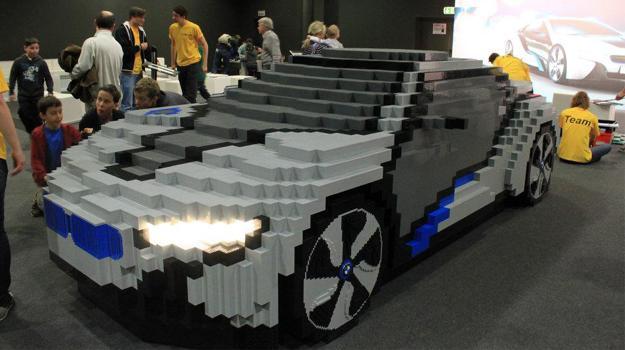 Réplica de BMW i8 Concept construido con piezas de Lego