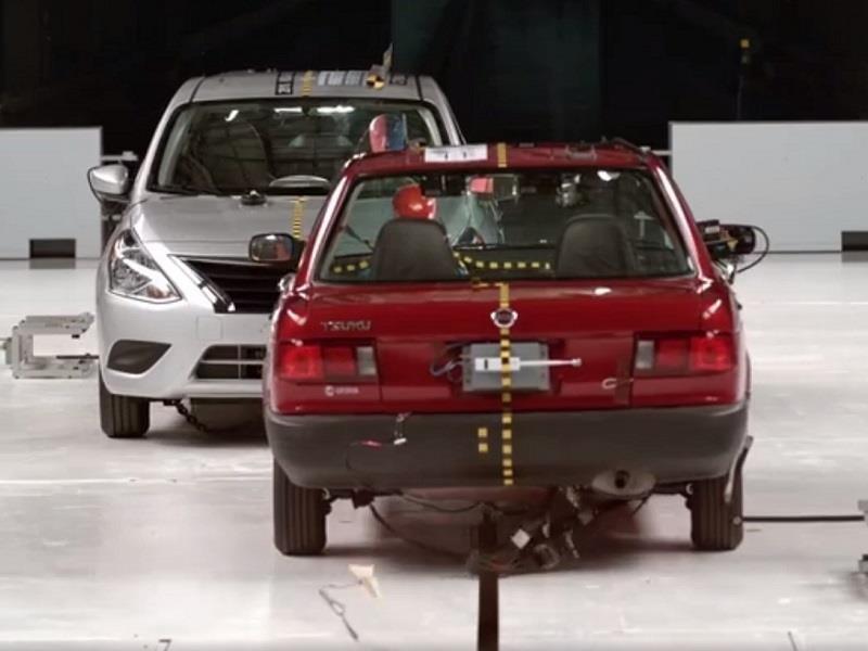 Nissan Tsuru vs Nissan Versa en una prueba de choque
